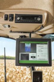 Monitor extendido, soporte y cable instalados en una cosechadora de la serie S