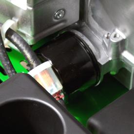 Se muestran los filtros de combustible y el aceite del motor de Z335E