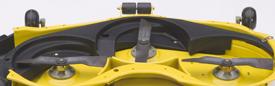 Se muestra un accesorio para triturado en un minitractor X500.