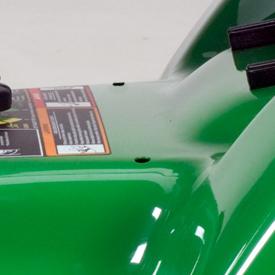 Orificios de acceso al sistema de ajuste de precisión