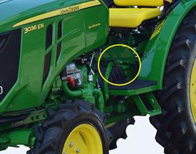 Pedal del embrague en el lado izquierdo que permite activar y desactivar el plato del embrague