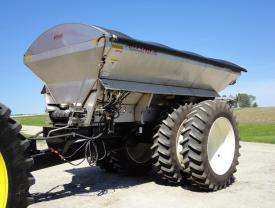 Pull-type dry box spreader with two product bins