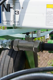 AccuFlow accurately applies NH3