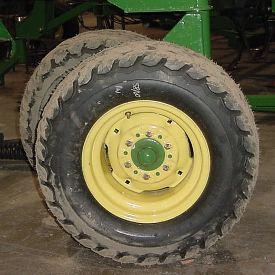 31x13.5-15 tire