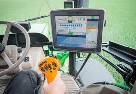 Split screen mode, important spray process information real-time available in the GreenStar™ 3 2630 Display