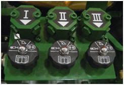 Triple-Rear SCV detent selector
