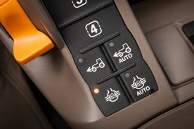 CommandARM controls with manual differential lock engaged