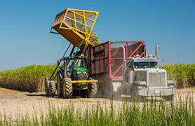 Baldeação de equipamentos do campo para caminhões de rodovia