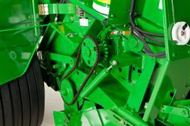 Proteção de corte na embreagem e corrente da transmissão do abastecedor