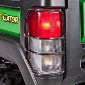 Luzes traseiras e de freio com proteção