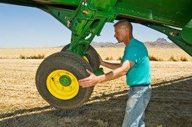 Étape1: verrouillez les roues de profondeur de gauche pour qu'elles restent en place
