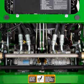 Accès pour l'entretien de la pompe hydrostatique