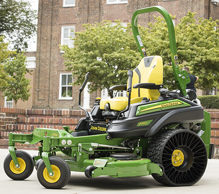 Modèle Z955R EFI illustré avec la technologie de pneu radial sans air X® Tweel® Turf en option