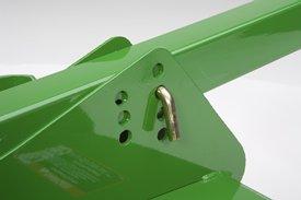 Hauteur de coupe réglable de 3,81 à 22,86cm (de 1,5 à 9po).