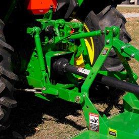 Le point d'attelage surbaissé s'adapte à différents tracteurs