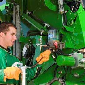 Le dispositif de graissage automatique se remplit facilement