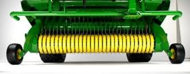 Ramasseur d'une largeur de 2,2m (7,2pi) pour s'adapter aux andains les plus larges
