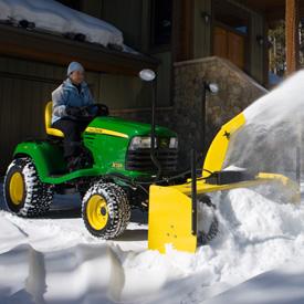 Souffleuse à neige de 119cm (47po), ensemble d'éclairage avant en option illustré