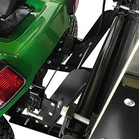 MCS fixé aux supports Click-N-Go du tracteur