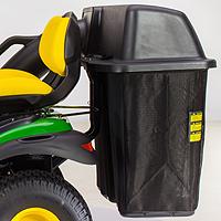 Le sac récupérateur d'herbe arrière est installé au moyen du système CargOMount arrière