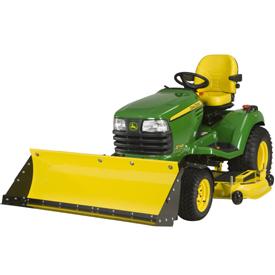 Lame avant/pelle de tracteur en position relevée