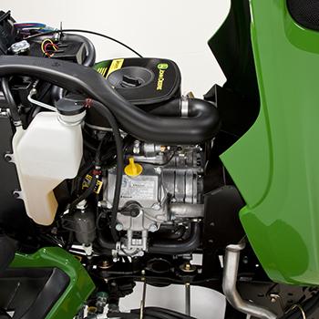 Capot ouvert pour montrer le moteur