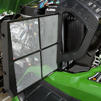 Protecteur de radiateur retiré pour le nettoyage