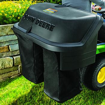 Récupérateur d'herbe arrière PowerFlow à deux sacs de 247l (7boisseauxUS) en option illustré