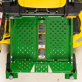 Le repose-pieds se déplace facilement pour permettre l'entretien du corps de tondeuse (modèle Z335E illustré)