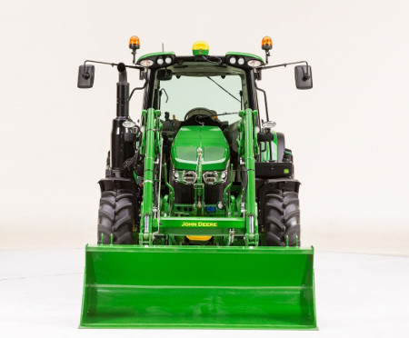 Chargeur 600R sur un tracteur 6120M