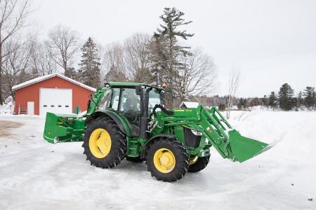 Chargeur 600R fonctionnant avec un tracteur 5100R