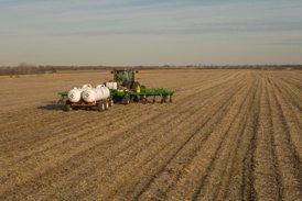 Application à l'automne dans du chaume de soya