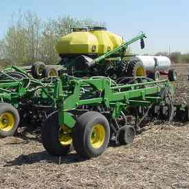 Modèle1835 à ensemencement de blé et épandage d'ammoniac séparé