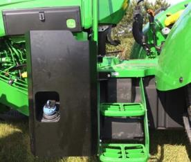 Emplacement du remplissage du réservoir d'urée avec protection du réservoir à carburant en option