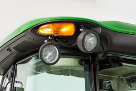 Colis de projecteurs de travail auxiliaires(2) à l'arrière d'un tracteur à cabine de la série6E