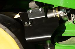 Déflecteur de débris pour roue de tension