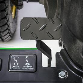 Pédale de frein et de blocage du différentiel intégrée