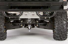 Vue arrière de la barre stabilisatrice, des éléments de suspension et des arbres à vitesse constante (véhicule utilitaire XUV825iS4)