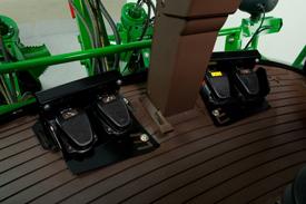 踏板控制装置