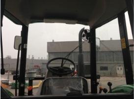 5E 拖拉机驾驶室内部
