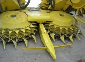 Maisvorsatz eines selbstfahrenden Feldhäckslers mit Reihenfühler
