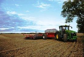 StarFire™ 3000-Empfänger auf einem 8R-Traktor