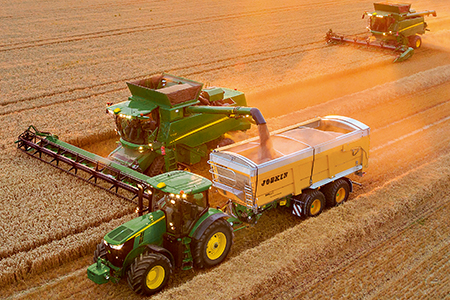 Korntank mit 11.000 Liter (312 bu) Fassungsvermögen und einer Abtankgeschwindigkeit von bis zu 125 Litern/s (3,55 bu/s)