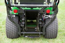 Breiter Auswurfschacht für die direkte Aufnahme, Grasfangbehälter für Bodenentleerung