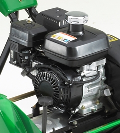 Benzinmotor mit  3,5 PS (2,6 kW)