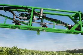 Ultraschallsensor für automatische variable Geometrie und Höhensteuerung in hügeligem Gelände