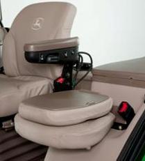 Beifahrersitz mit heruntergeklappter Rückenlehne