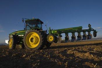 7930 abgebildet mit zwei 450-lb-Gewichten und einem 165-lb-Gewicht
