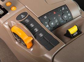 Radio, HVAC, Warnblinklicht und Bedienelemente der Zapfwelle