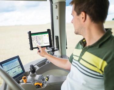 Intelligente Agrarnavigation und Flottenlogistik von John Deere